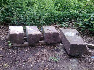 Obelisk-Sockelsteine